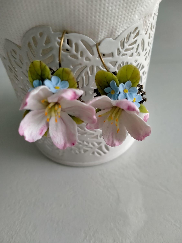 Photo №3 к отзыву покупателя Chechulina Anna о товаре Серьги с цветами яблони и незабудками