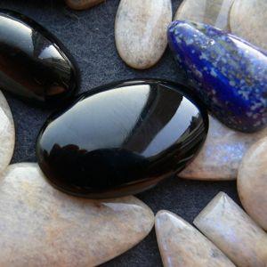 Кабошоны из камня.