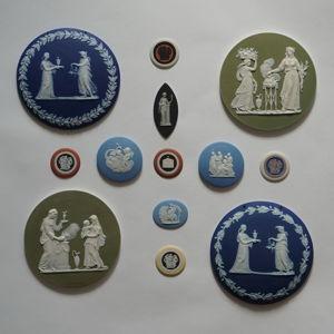 Плакетки, панно, медальоны.