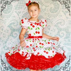 Платья с цветочным/ягодным рисунком