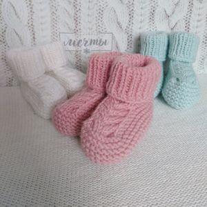 Пинетки и вязаные носочки