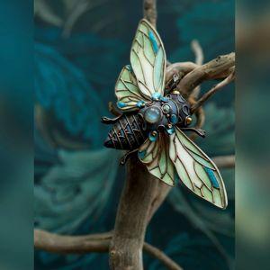Броши жуки и бабочки.