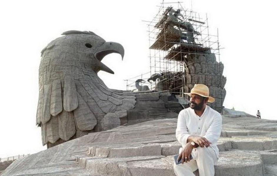 Ястреб Джатаю — самая большая каменная птица в мире