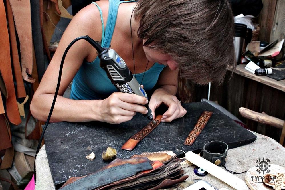 Процесс создания рисунка на коже в стиле Туранар, фото № 11