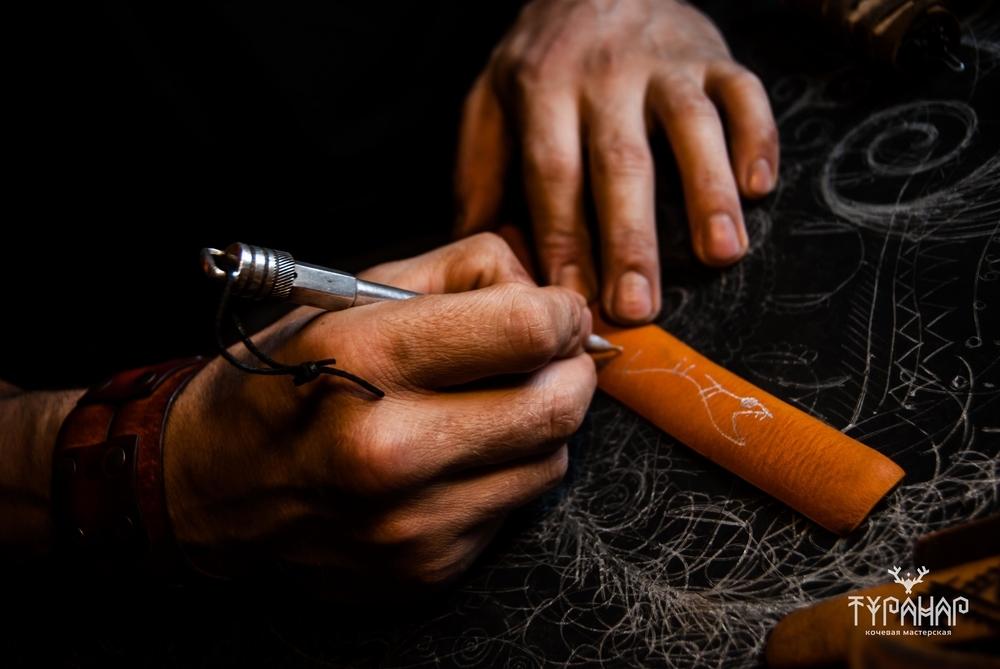 Процесс создания рисунка на коже в стиле Туранар, фото № 2