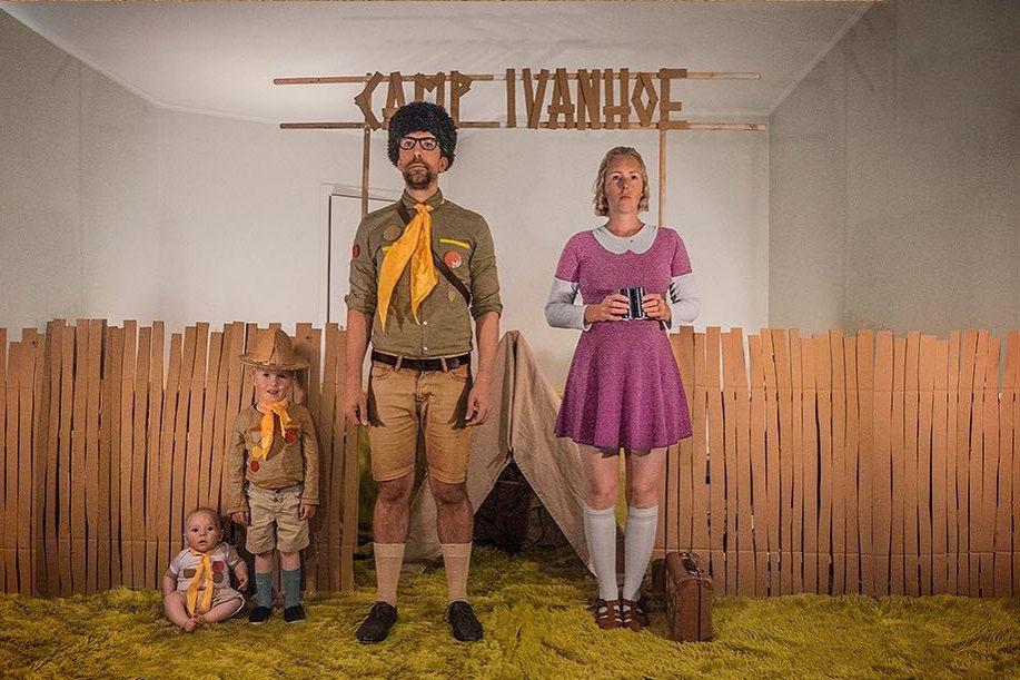 Что будет, если творческим людям дать много картонных коробок Лион Мэки и Лилли Лэнг — творческая семья киноманов, фото № 47