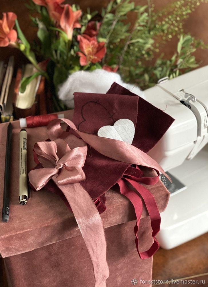 Making Velvet Hearts For Decoration, фото № 1