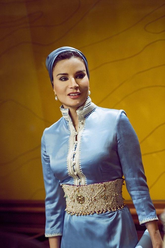 Самая модная женщина Востока. Так называют Шейху Мозу. Ее наряды и утонченный стиль, фото № 9