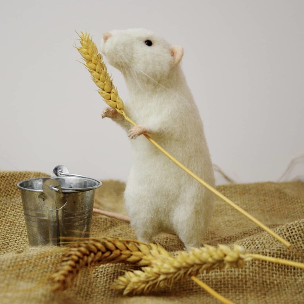 Life Of Outstanding Mice: Felted Rodents Go To Stores, Play Sports & Take Photos, фото № 1