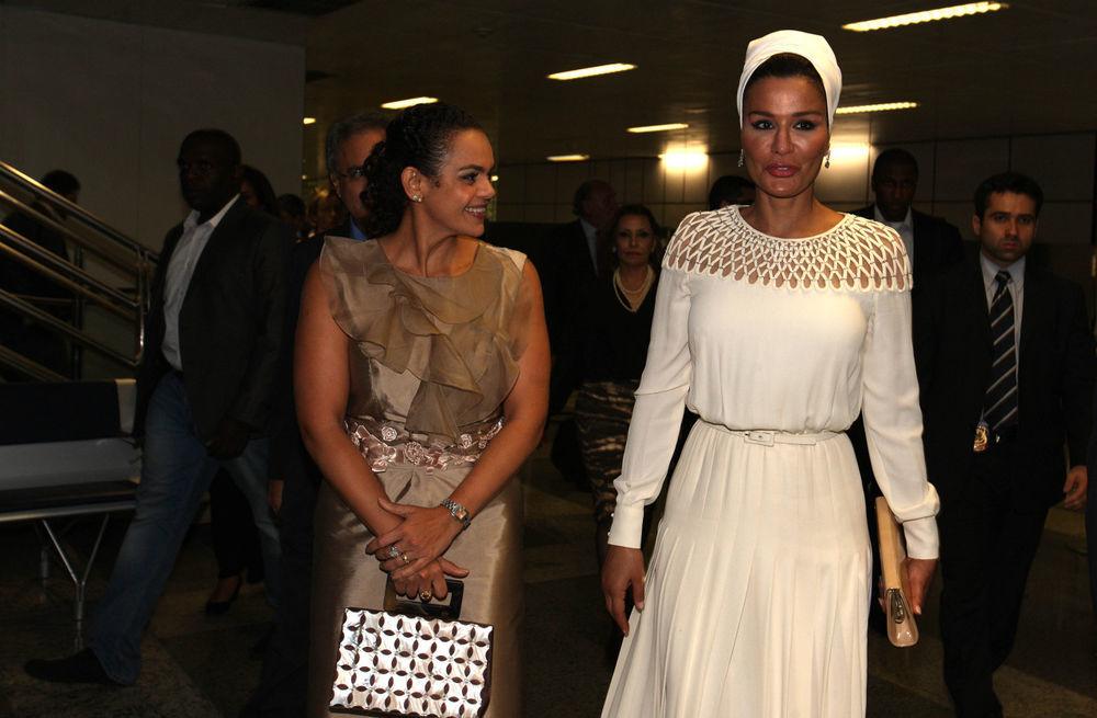 Самая модная женщина Востока. Так называют Шейху Мозу. Ее наряды и утонченный стиль, фото № 18