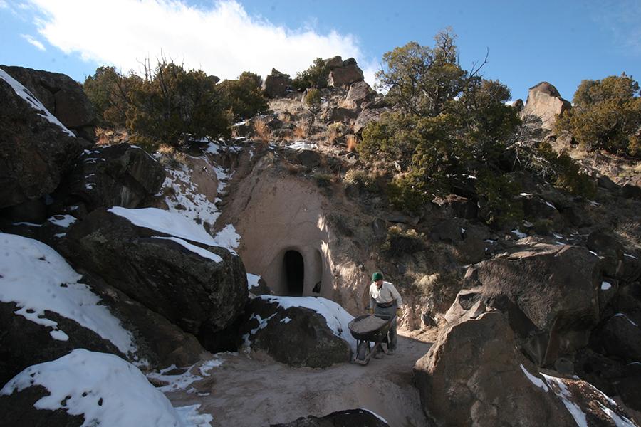 Восьмое чудо света: скульптор-отшельник создает невероятные пещеры собственными руками, фото № 7