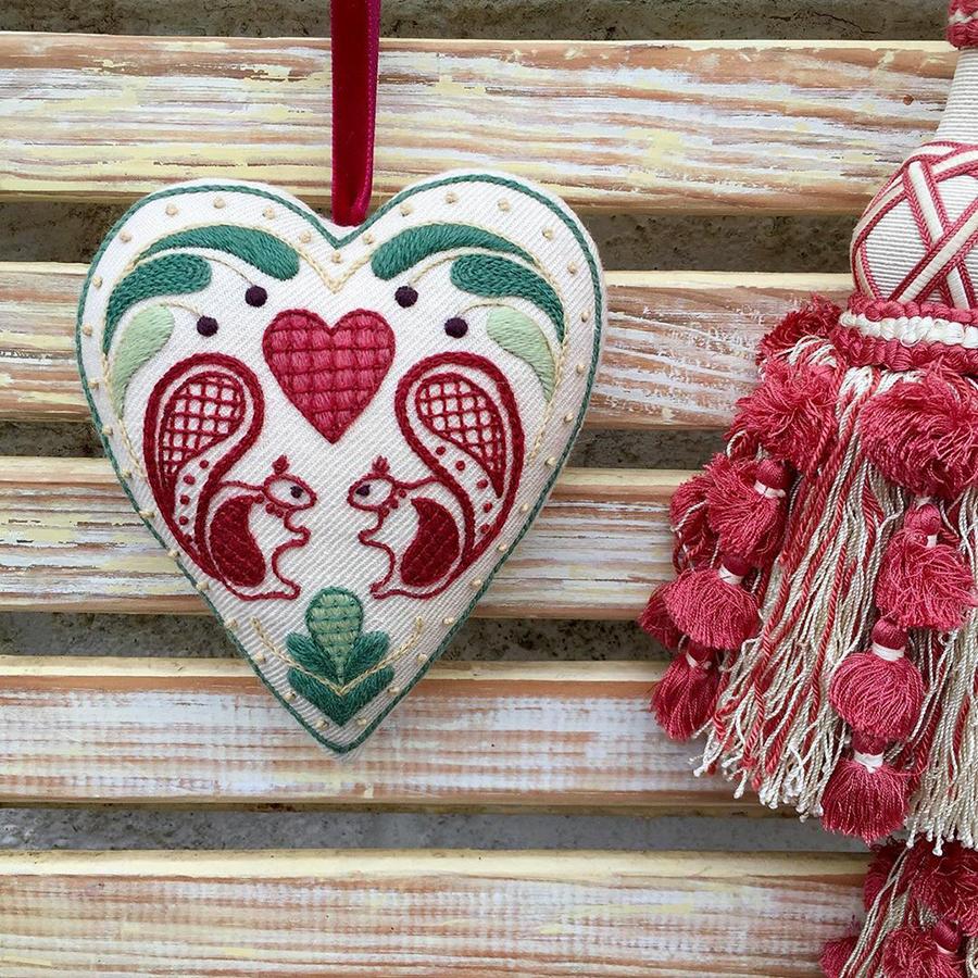 На стыке прошлого и настоящего: как британская вышивальщица возрождает культурные традиции, фото № 21