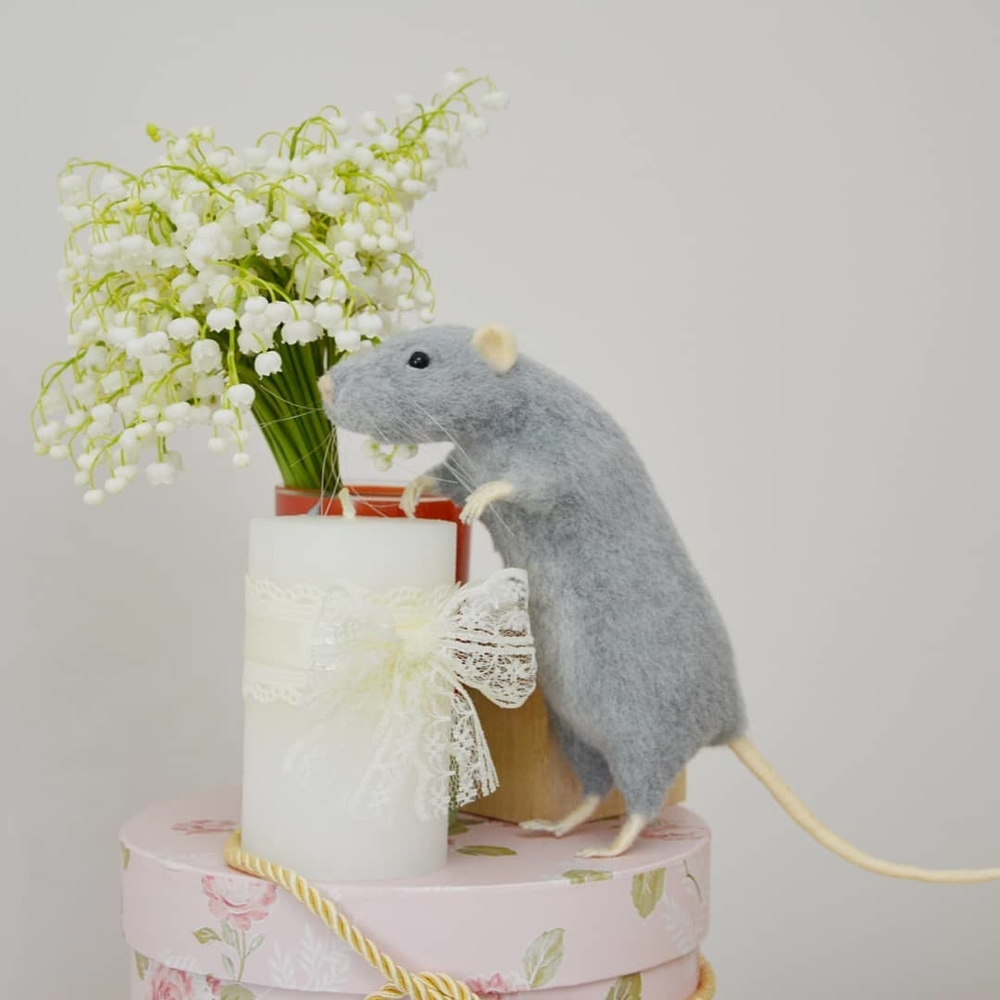 Life Of Outstanding Mice: Felted Rodents Go To Stores, Play Sports & Take Photos, фото № 10