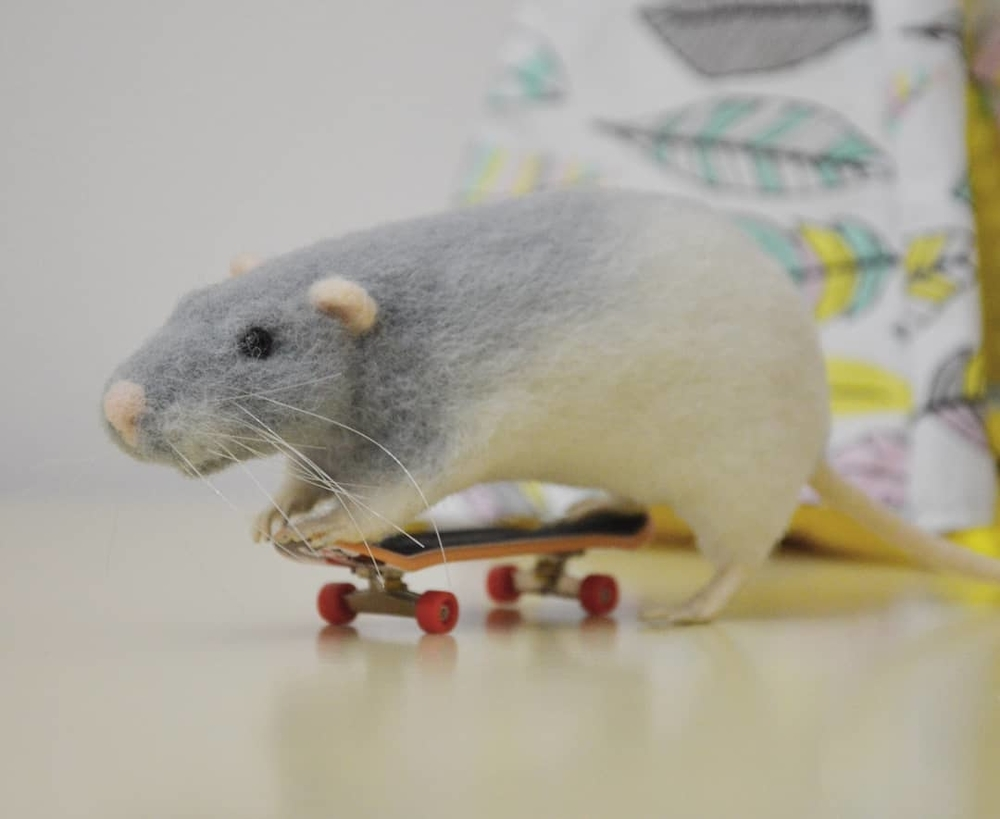 Life Of Outstanding Mice: Felted Rodents Go To Stores, Play Sports & Take Photos, фото № 3