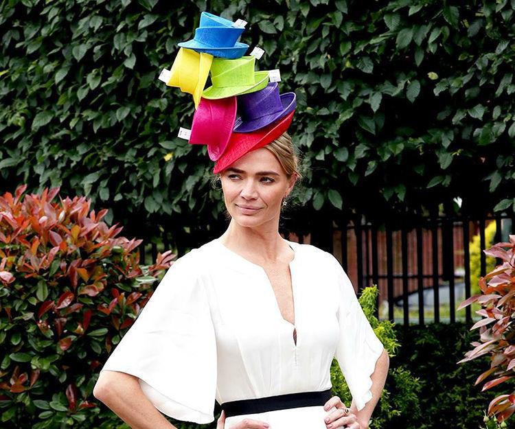 Всё дело в шляпе: 30 головных уборов, которыми удивляли гости королевских скачек Royal Ascot 2019 – Ярмарка Мастеров<br />
