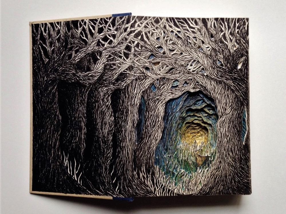 Isobelle Ouzman создаёт удивительные многослойные композиции, вырезанные из старых книг, фото № 11
