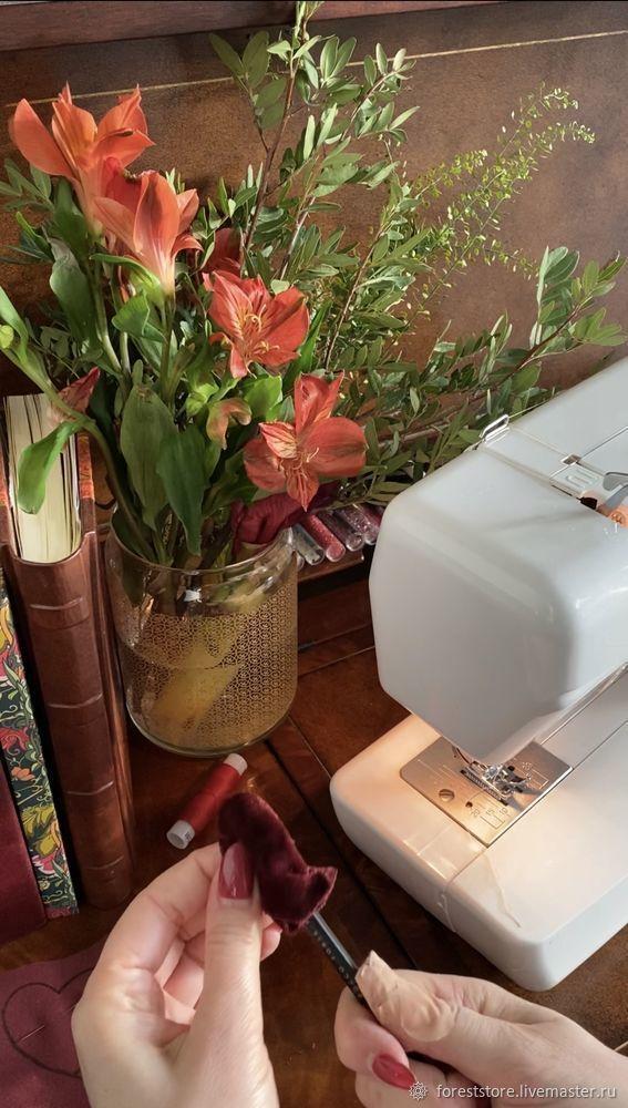 Making Velvet Hearts For Decoration, фото № 8