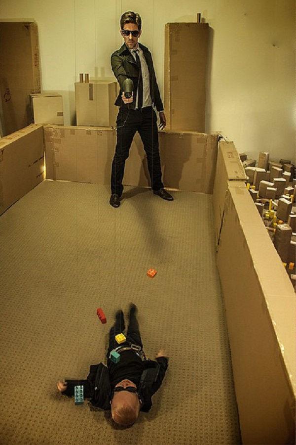 Что будет, если творческим людям дать много картонных коробок Лион Мэки и Лилли Лэнг — творческая семья киноманов, фото № 39