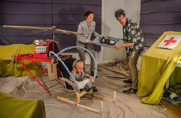 Что будет, если творческим людям дать много картонных коробок Лион Мэки и Лилли Лэнг — творческая семья киноманов, фото № 24