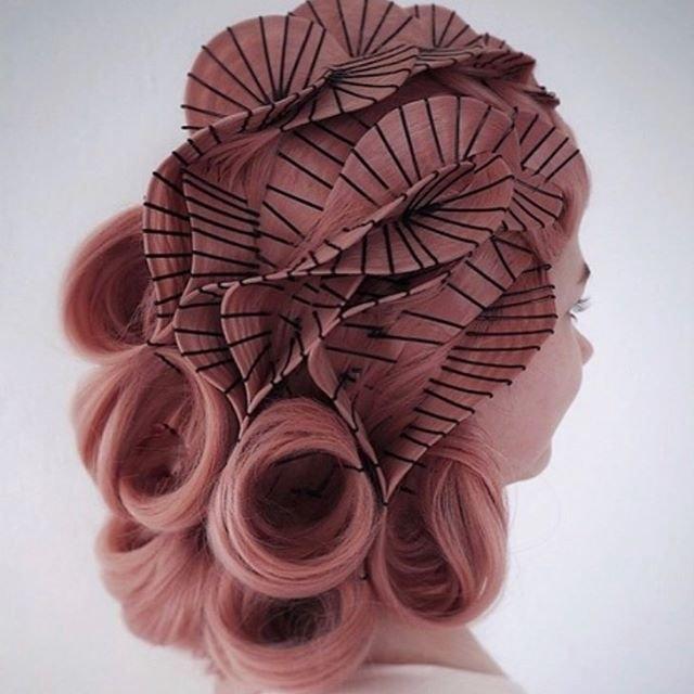 Просто добавь невидимок и лака для волос: 10 причесок, созданных Кейси Пауэлл, фото № 7