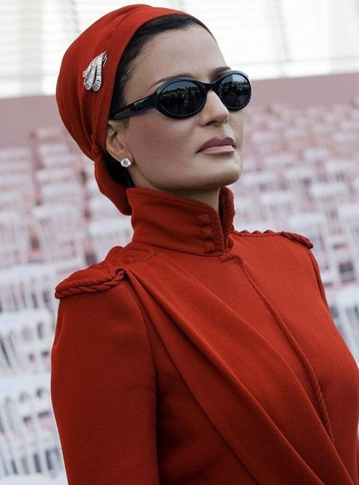 Самая модная женщина Востока. Так называют Шейху Мозу. Ее наряды и утонченный стиль, фото № 14