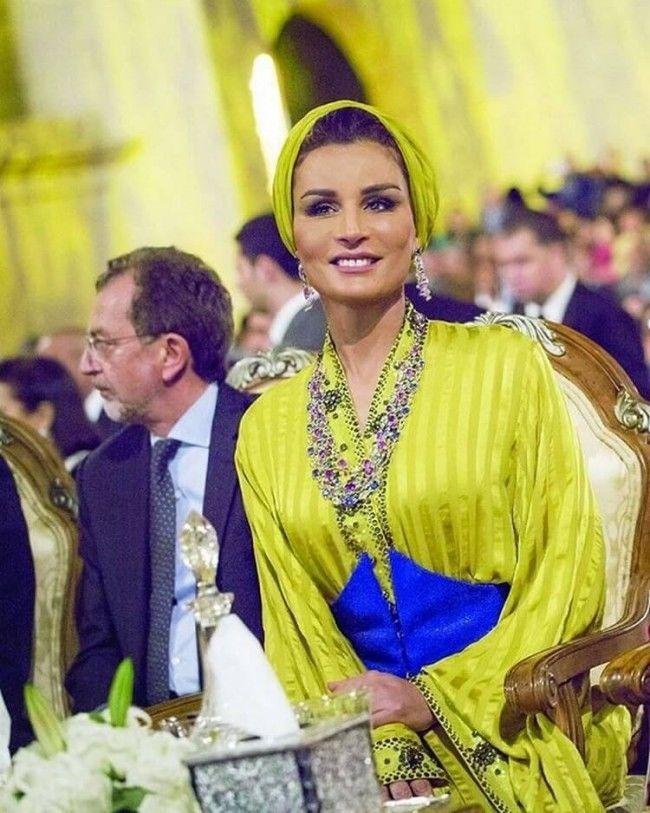 Самая модная женщина Востока. Так называют Шейху Мозу. Ее наряды и утонченный стиль, фото № 10