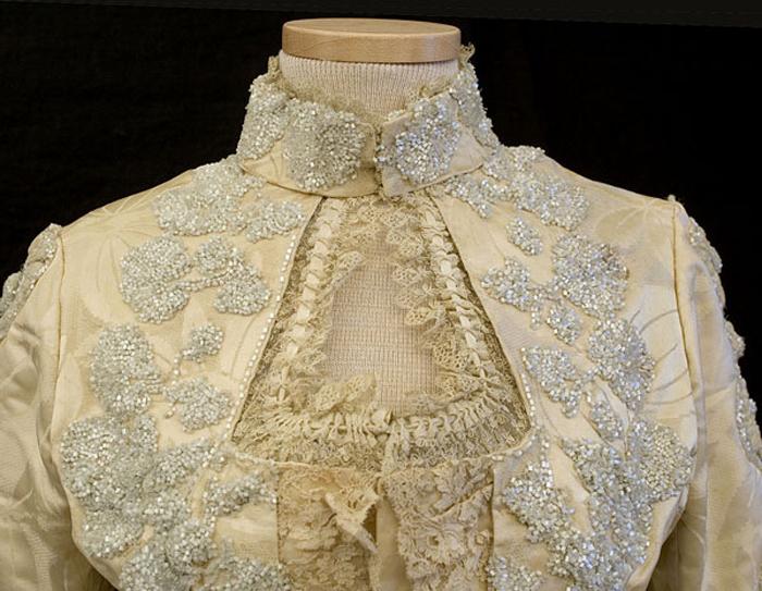 Атласное платье с вышивкой из бисера, 1888-1900, фото № 4