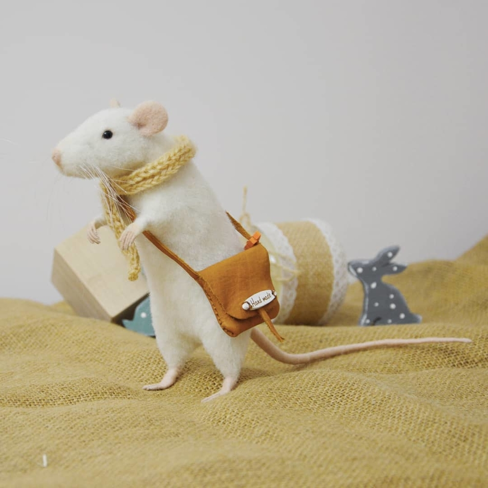 Life Of Outstanding Mice: Felted Rodents Go To Stores, Play Sports & Take Photos, фото № 6