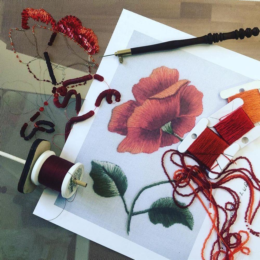 люневильский крючок, цветы из ткани