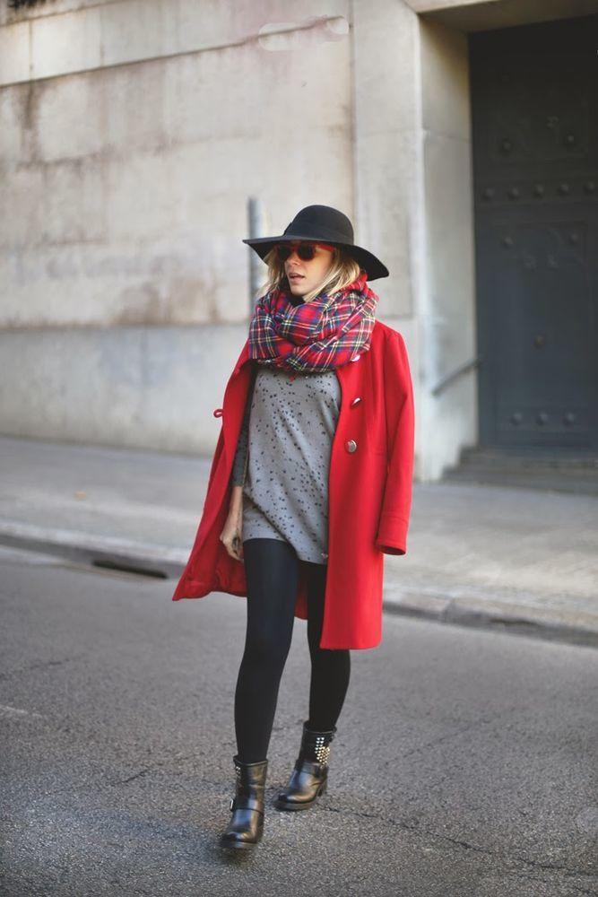 пришли экзотическое красное пальто и кремовый палантин фото поверхностью при
