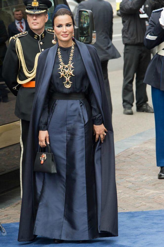 Самая модная женщина Востока. Так называют Шейху Мозу. Ее наряды и утонченный стиль, фото № 15