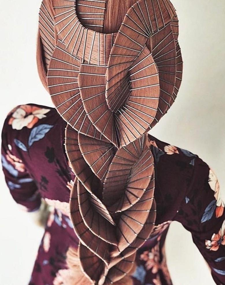 Просто добавь невидимок и лака для волос: 10 причесок, созданных Кейси Пауэлл, фото № 9