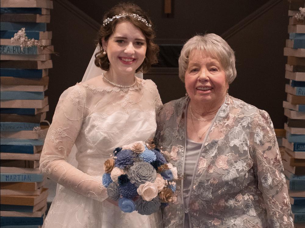 Она надела бабушкино платье из 1956 и выглядела роскошно! Как вещь «на один раз» превратилась в семейную реликвию, фото № 3
