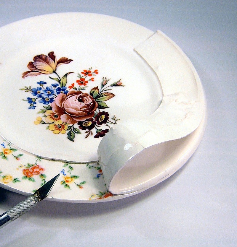 Soul of Dishes: Artist Found out What is Inside Porcelain Set and Cut It, фото № 2