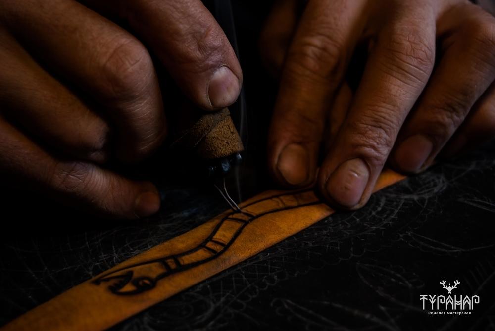 Процесс создания рисунка на коже в стиле Туранар, фото № 8