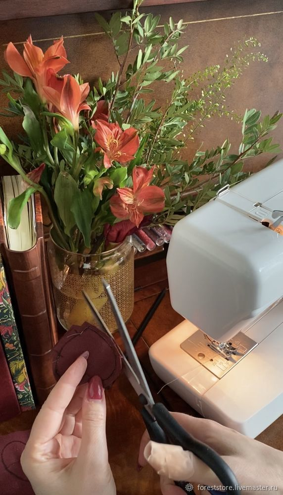Making Velvet Hearts For Decoration, фото № 7