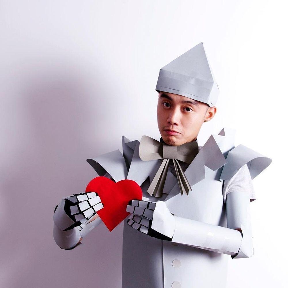 Повелитель бумаги inus ui создаёт маски и костюмы из цветного картона, фото № 5