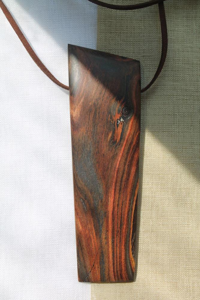 кулон, цветное дерево
