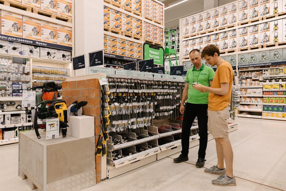 Новый «Леруа Мерлен ЗИЛ» не просто строительный магазин. Там есть мастерская, свежесрезанные цветы и даже роботизированная нога!, фото № 2