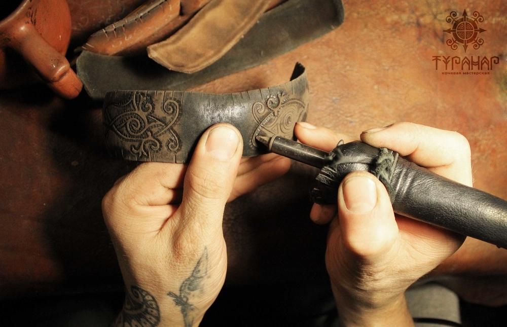 Процесс создания рисунка на коже в стиле Туранар, фото № 9