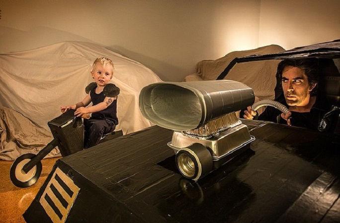 Что будет, если творческим людям дать много картонных коробок Лион Мэки и Лилли Лэнг — творческая семья киноманов, фото № 13