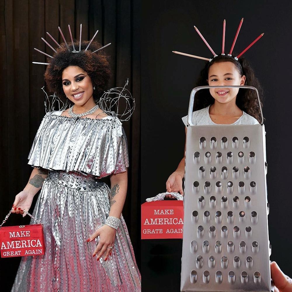 Эмма Стоун в платье из вафель и Рианна с кастрюлей на голове: 9-летняя звезда интернета удачно пародирует образы знаменитостей в домашних условиях, фото № 12