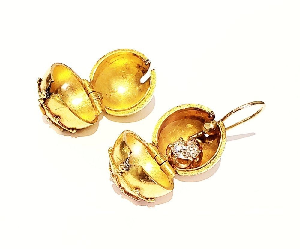 history of fashion, gold earrings, interesting fact