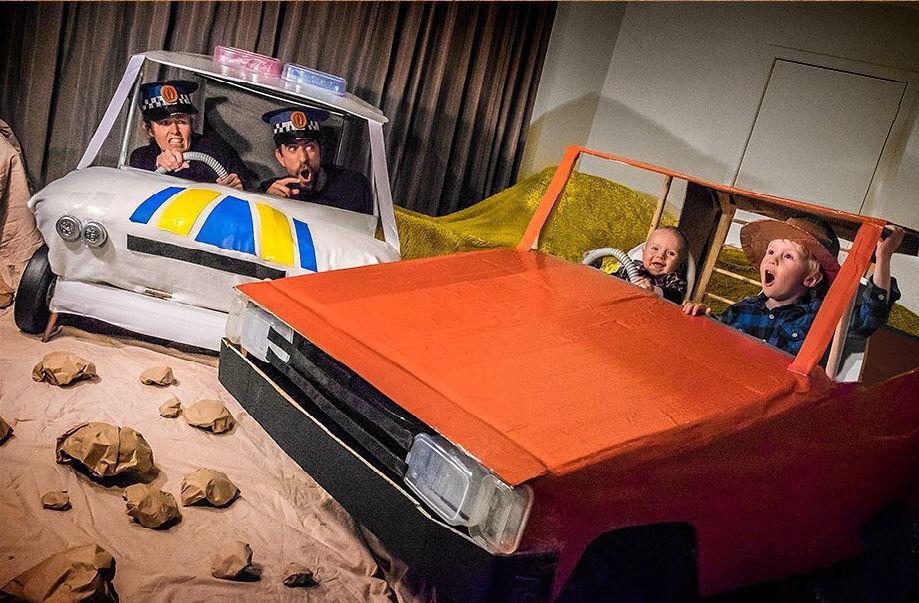 Что будет, если творческим людям дать много картонных коробок Лион Мэки и Лилли Лэнг — творческая семья киноманов, фото № 48