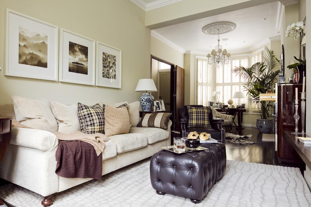лента ручной оформление стены над диваном в гостиной фото побережья сравнительно мелкое