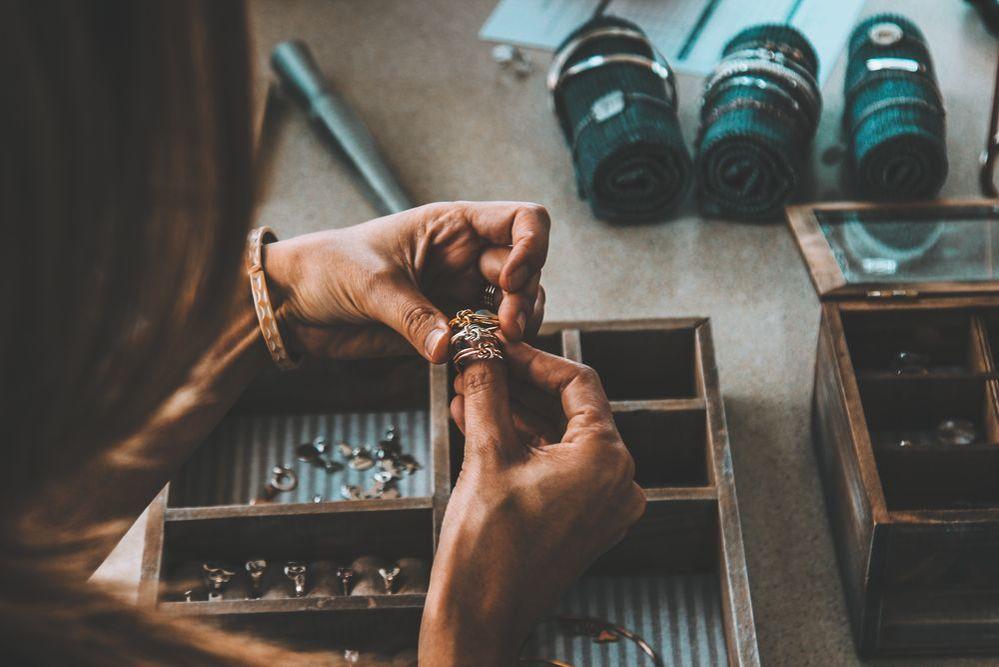 Разбор ювелирной шкатулки формируем базовый модный комплект из украшений, фото № 1