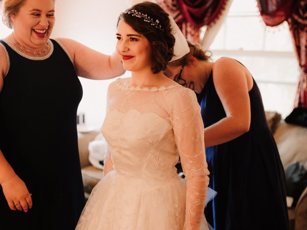 Она надела бабушкино платье из 1956 и выглядела роскошно! Как вещь «на один раз» превратилась в семейную реликвию, фото № 1