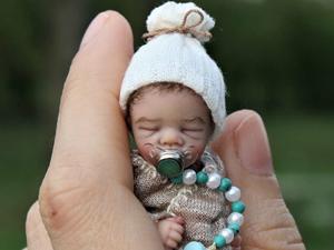 Мастерица лепит реалистичных младенцев, которые помещаются на ладошке. Ярмарка Мастеров - ручная работа, handmade.