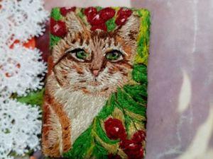 Аукцион на брошь Котик в ягодах. Ярмарка Мастеров - ручная работа, handmade.
