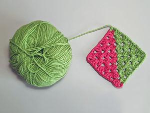 Вяжем бабушкин квадрат от двух клубков. Ярмарка Мастеров - ручная работа, handmade.